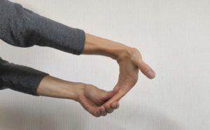 手の屈筋ストレッチ2