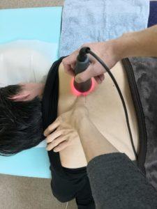 背中の施術写真