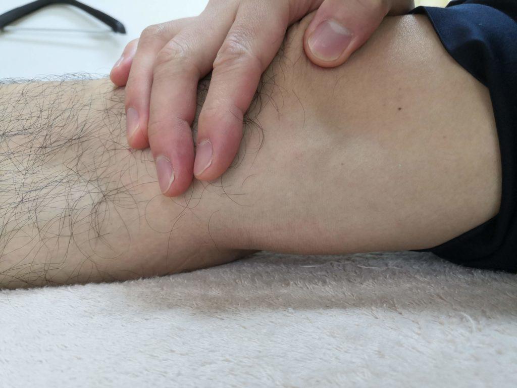 腰痛膝裏チェックくまのて接骨院1